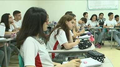 Estudantes usam período de férias para intensificar estudos para o vestibular - Quem estuda no terceiro ano está em uma verdadeira maratona de estudos.