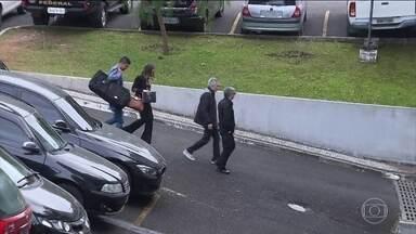 Diretor comercial da Construbase se entrega à Polícia Federal - A prisão de Genésio Schiavinato Júnior foi decretada ontem, na 31ª fase da Operação Lava Jato, mas ele não tinha sido encontrado pelos policiais. A Construbase fez parte do consórcio responsável pela reforma do centro de pesquisa da Petrobras, no RJ.