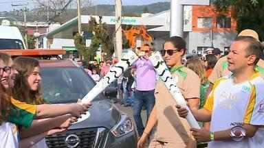 Tocha olímpica chega à Santa Cruz do Sul, Região dos Vales do RS - Faltando um mês para os jogos, a chama olímpica segue seu trajeto pelo estado. A próxima cidade a receber a tocha é Santa Maria.