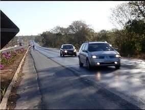Entra em vigor lei que obriga farol baixo nas rodovias durante o dia - Quem descumprir a lei será punido com multa e soma quatro pontos na carteira.