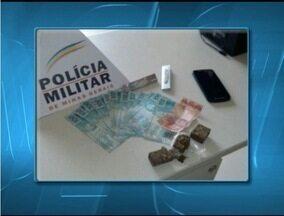 Jovem de 25 anos é preso por tráfico em Espinosa - PM apreendeu maconha e dinheiro.