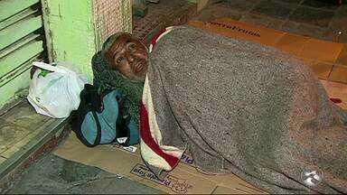 Clima frio prejudica moradores de rua em Caruaru - Por muitas vezes, problema social passa despercebido.
