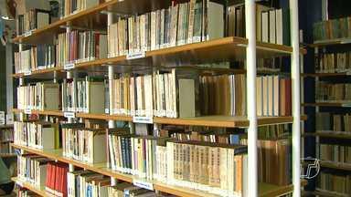 Biblioteca Municipal é mais uma opção de lazer para quem está de férias - Apaixonados por leitura podem aprofundar os conhecimentos.