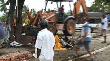 Dnit desocupa área da BR-101 no município de Laranjeiras - Dnit desocupa área da BR-101 no município de Laranjeiras.