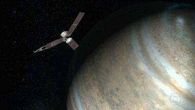 Sonda Juno consegue entrar na órbita de Júpiter - Jornada arriscada custou mais de US$ 1 bilhão. Nasa deve receber imagens do planeta no fim de agosto.