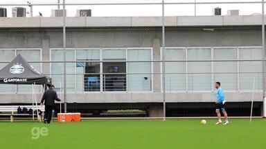 Maicon faz treino com bola no CT Luiz Carvalho - Maicon faz treino com bola no CT Luiz Carvalho.