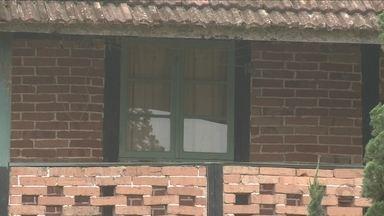Idoso é encontrado morto dentro da própria casa com pernas e braços amarrados em Joinville - Idoso é encontrado morto dentro da própria casa com pernas e braços amarrados em Joinville
