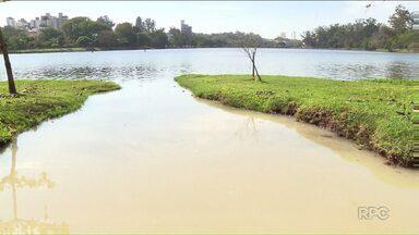 Lago Igapó volta a sofrer com poluição química - Técnicos do Iap e da Sema localizaram o ponto de despejo. Um ácido despejado na galeria pluvial atingiu o Lago Igapó Dois. Os responsáveis serão notificados e multados.