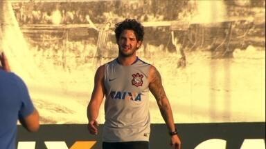 Alexandre Pato é reintegrado e volta a treinar no Corinthians - Alexandre Pato é reintegrado e volta a treinar no Corinthians