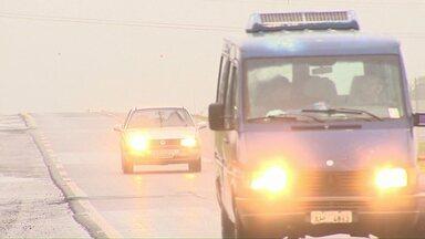 A partir de sexta-feira faróis acesos na rodovia serão obrigatório - Motorista que não ligar os faróis de luz baixa nas rodovias será multado.