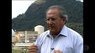 Operação Lava Jato investiga setor elétrico e mira na Eletronuclear - Polícia Federal investiga desvios no setor elétrico. O ex-presidente da Eletronuclear, Othon Luiz Pinheiro, foi levado para a sede da Polícia Federal.