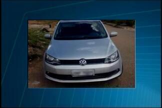 PM recupera carro roubado e constata clonagem de placas em Divinópolis - Três homens estavam no veículo. Eles foram encaminhados à delegacia e o carro apreendido.