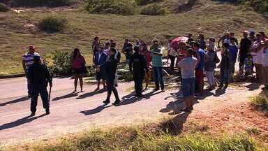 Cerca de 100 policiais cumprem reintegração de posse na Barra dos Coqueiros - Cerca de 100 policiais cumprem reintegração de posse na Barra dos Coqueiros.