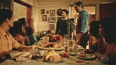 Santo anuncia que Miguel é seu filho - Agricultor faz discurso emocionado e surpreende a família com revelação. Para ganhar a confiança do marido, Luzia finge se conformar com a situação