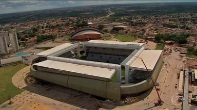 Justiça de MT determina bloqueio de R$ 28 milhões da Mendes Júnior - A Justiça de Mato Grosso determinou o bloqueio de mais de R$ 28 milhões das contas da empreiteira Mendes Júnior até que as obras da Arena Pantanal sejam concluídas. A empresa é responsável pelas obras do estádio que sediou jogos da Copa de 2014.