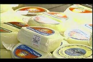 Preço de leite e derivados sobe 10% em Uberaba - Segundo o Instituto Brasileiro de Geografia e Estatística (IBGE), de janeiro a maio deste ano, preço teve reajuste e fez os consumidores mudarem o cardápio.