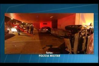 Jovem morre em acidente após roubar táxi em Uberaba - A batida foi na madrugada deste sábado (9) no Bairro Jardim Induberaba.Condutor do outro veículo teve traumatismo craniano leve, dizem Bombeiros.
