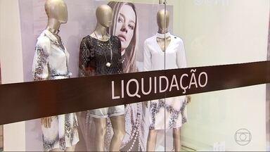 Shoppings de Belo Horizonte fazem liquidação de mercadorias do outono-inverno - Em algumas lojas, os descontos chegam a 70%.