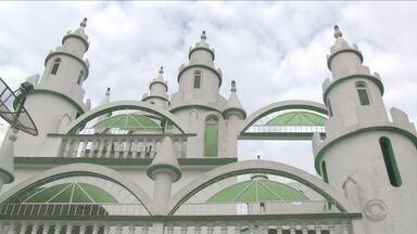 Idoso realiza sonho antigo e constrói seu próprio castelo em Joinville - Idoso realiza sonho antigo e constrói seu próprio castelo em Joinville