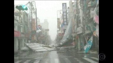 Tufão provoca retirada de quase 500 mil pessoas na China - Fortes chuvas com ventos de mais de 100 quilômetros por hora atingiram a província de Fujian, no sudeste do país. O Nepartak perdeu força ao chegar à China e se transformou numa tempestade tropical.