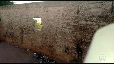 Suspeitos são presos na favela da Mangueirinha - Policiais chegaram ao local considerado como esconderijo do tráfico. Drogas, munições e máquinas de jogos de azar foram encontradas no local.
