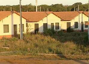 Moradores de Linnhares esperam a entrega de 1000 casas, no Norte do ES - As obras do residencial ainda não foram concluídas.