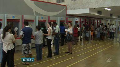 Lei do tempo máximo de espera nos bancos não é cumprida no Ceará - Lei criada em 2003 determina que a espera em fila de banco seja de até 15 minutos.