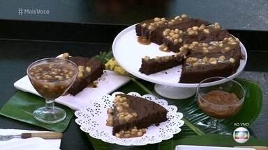 Bolo de Chocolate com Banana - Participantes do Super Chef Celebridades 2016 se deliciam com a iguaria