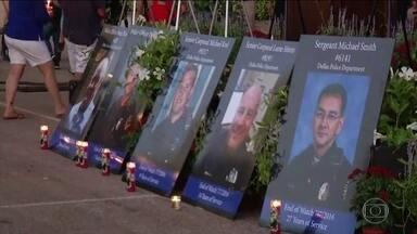 Obama vai a Dallas participar do funeral de policiais mortos por atirador - A cidade de Dallas tenta se refazer do trauma. O massacre foi o pior ataque a forças de segurança americanas desde os atentados de 11 de setembro de 2001. Barack Obama voltou mais cedo de uma viagem à Europa.