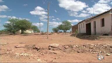 Barragem iniciada há 35 anos segue sem conclusão e 50 mil não têm água - Barragem de Ingazeira beneficiaria quatro municípios e ficou parada por 15 anos.