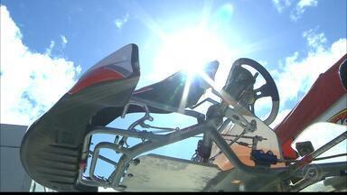 Muito trabalho nos boxes do Circuito Paladino - Primeiro dia do Brasileiro de Kart, no Conde, é destinado aos trabalhos dos mecânicos e organizadores