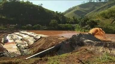 Lama que vazou de Fundão atinge barragem de Candonga, em MG - Samarco já começou a dragar a barragem. Rejeitos da mineração ameaçam estrutura da represa.