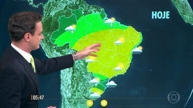 Confira como fica o tempo nesta quarta-feira (13) em todo o país - Ventos fortes, raios e granizo em alguns pontos do norte do Rio Grande do Sul até o Paraná.