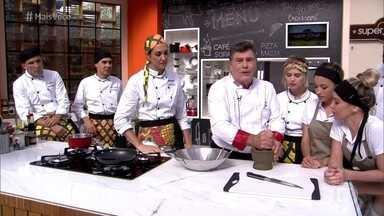 Celebridades do Super Chef aprendem a fazer legumes com curry - Os participantes aprendem a fazer uma outra forma do tempero