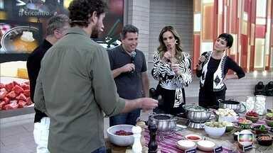Rusty Marcellini explica a forma correta de saborear o fondue - Chef explica também como o fondue surgiu no mundo e como chegou ao Brasil. Ele também explica como cada fondue deve ser feito