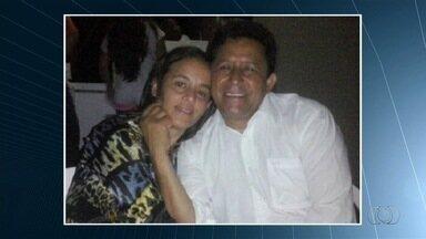 Polícia prende ex-secretário suspeito por morte de prefeito e primeira-dama - Amigo do servidor também foi preso temporariamente, em Goiás. Vítimas foram achadas mortas na chácara onde moravam, em Matrinchã.