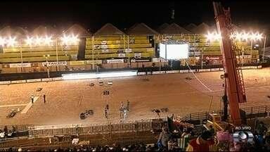 Começa maior rodeio de touros do país, em Rio Verde - Evento reúne 40 peões que vão competir entre si pelo melhor tempo.
