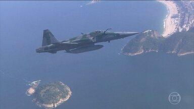 FAB apresenta o plano de segurança do espaço aéreo na Olimpíada - A FAB (Força Aérea Brasileira) apresentou o plano de segurança do espaço aéreo do rio, durante a Olimpíada e a Paraolimpíada. A restrição de voos será quase total nos cinco principais locais de competição.