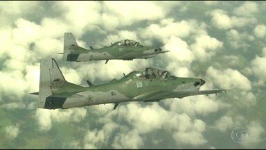Com 80 aeronaves, FAB vai monitorar espaço aéreo do Rio durante Olimpíada - Ao todo, 15 mil militares estarão em ação, com o apoio de 80 aeronaves. A Aeronáutica tem autorização para abatar qualquer aeronave considerada hostil que eventualmente invada o espaço aéreo.
