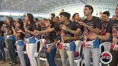 Acampamento religioso espera reunir 100 mil jovens - Atrações seguem até o domingo.