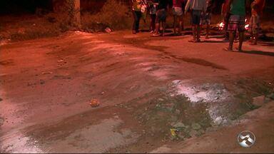 Moradores do Bairro das Rendeiras, em Caruaru, realiza protesto - Objetivo foi o de reclamar sobre o excesso de velocidade praticado pelos motoristas.