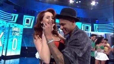 Neymar dança forró no 'Domingão' - Jogador mostra que tem habilidade!