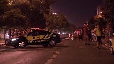 Mulher morre atropelada na faixa de pedestres em Taguatinga - Em Taguatinga, uma mulher morreu na noite de segunda-feira (18) atropelada na faixa de pedestre. O caso aconteceu na QNL-11.