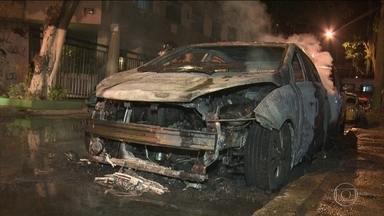 Nove carros são incendiados na Tijuca, Zona Norte do Rio - Os incêndios aconteceram em três ruas do bairro, em pouco mais de seis horas. A polícia investiga o caso.