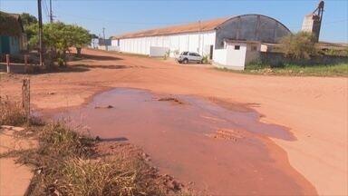 Vazamento de água preocupa moradores de Guajará-Mirim - Caerd informou que problema será resolvido nesta terça-feira, 19.