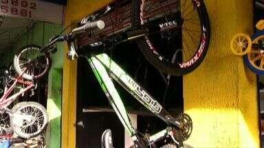 Venda de bicicletas aumenta no Sul do Rio de Janeiro - Aumento da prática de atividade física e de competições tem contribuído para esse mercado ganhar cada vez mais espaço.
