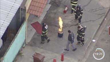 Incidente com botijão de gás causou incêndio em um restaurante na zona sul de São José - Bombeiros foram acionados para conter as chamas.