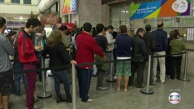 Começa a venda de um novo lote de ingressos para a Olimpíada - Ao meio-dia desta quinta-feira (21) começou a venda de um novo lote de ingressos para a Olimpíada. São cinco pontos de venda físicos, além da internet.