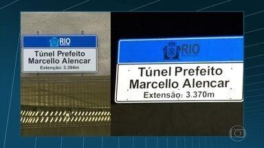 """Placa de túnel inaugurado no Rio traz erro de ortografia: """"extenção"""" - O Túnel Marcello Alencar foi inaugurado nesta semana. Uma das placas da via trazia a palavra """"extensão"""" grafadas de forma errada: """"extenção""""."""