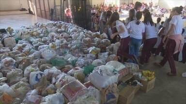 Escola particular faz gincana para arrecadar alimentos e roupas - A atividade foi realizada em Cacoal.